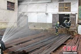 贵州纳雍钢材市场氨气泄漏   疏散200余人
