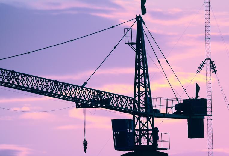 项目部应配置专业塔吊安装施工企业及电气与
