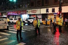 上海商铺招牌脱落3死6伤