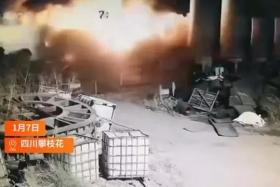 女职工发现钢铁厂液氧泄漏,拍照时疑因闪光灯引发爆炸当场身亡